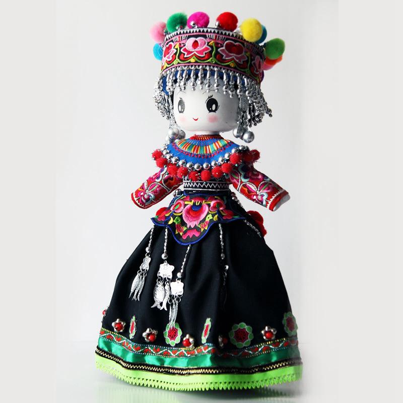 云南民族特色工艺品民族木娃娃彝族民族娃娃主产品供观赏和收藏工艺品